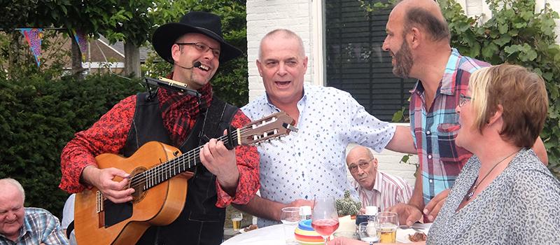 Troubadour Edward Val verschillen boeken zanger gitarist inhuren | live achtegrond muziek brabant gelderland utrecht overijssel drenthe gelderland noord zuid holland flevoland | EV09