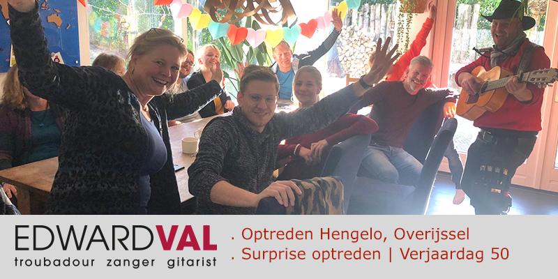 Troubadour zanger gitarist Edward Val boeken | Optreden verjaardag 50 jaar | Huiskamer Hengelo Overijssel